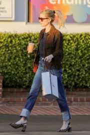 Emma Roberts in stylish brown jacket out shopping in Beverly Hills 2019/12/18 6