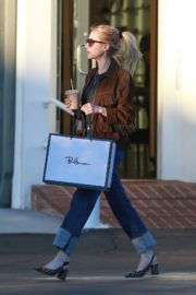 Emma Roberts in stylish brown jacket out shopping in Beverly Hills 2019/12/18 7