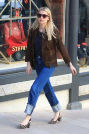Emma Roberts in stylish brown jacket out shopping in Beverly Hills 2019/12/18 9
