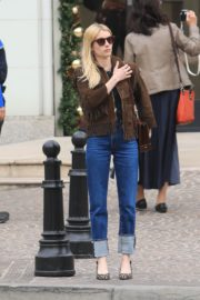 Emma Roberts in stylish brown jacket out shopping in Beverly Hills 2019/12/18 10