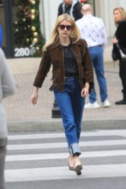 Emma Roberts in stylish brown jacket out shopping in Beverly Hills 2019/12/18 11