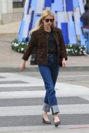 Emma Roberts in stylish brown jacket out shopping in Beverly Hills 2019/12/18 13
