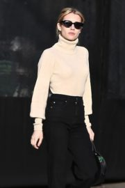 Emma Roberts seen high neck top with black jeans shopping out in Los Angeles 2019/12/08 1