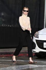 Emma Roberts seen high neck top with black jeans shopping out in Los Angeles 2019/12/08 3