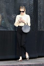 Emma Roberts seen high neck top with black jeans shopping out in Los Angeles 2019/12/08 4