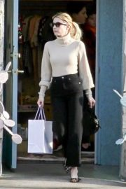 Emma Roberts seen high neck top with black jeans shopping out in Los Angeles 2019/12/08 7