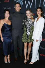 Freya Allan, Anya Chalotra,Henry Cavill and Lauren Schmidt Hissrich attend The Witcher Photocall in Hollywood 2019/12/03 3