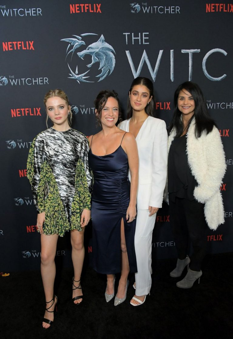 Freya Allan, Anya Chalotra,Henry Cavill and Lauren Schmidt Hissrich attend The Witcher Photocall in Hollywood 2019/12/03 4