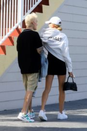 Hailey and Justin Bieber seen in grey and white hoddies out for lunch in Miami 2019/11/29 21