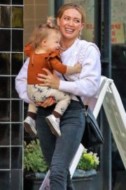 Hilary Duff with her daughter Stormi Webster out in Sherman Oaks 2019/12/19 1