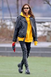 Irina Shayk Poses in yellow top with leather jacket out in New York City 2019/11/27 2