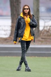Irina Shayk Poses in yellow top with leather jacket out in New York City 2019/11/27 4