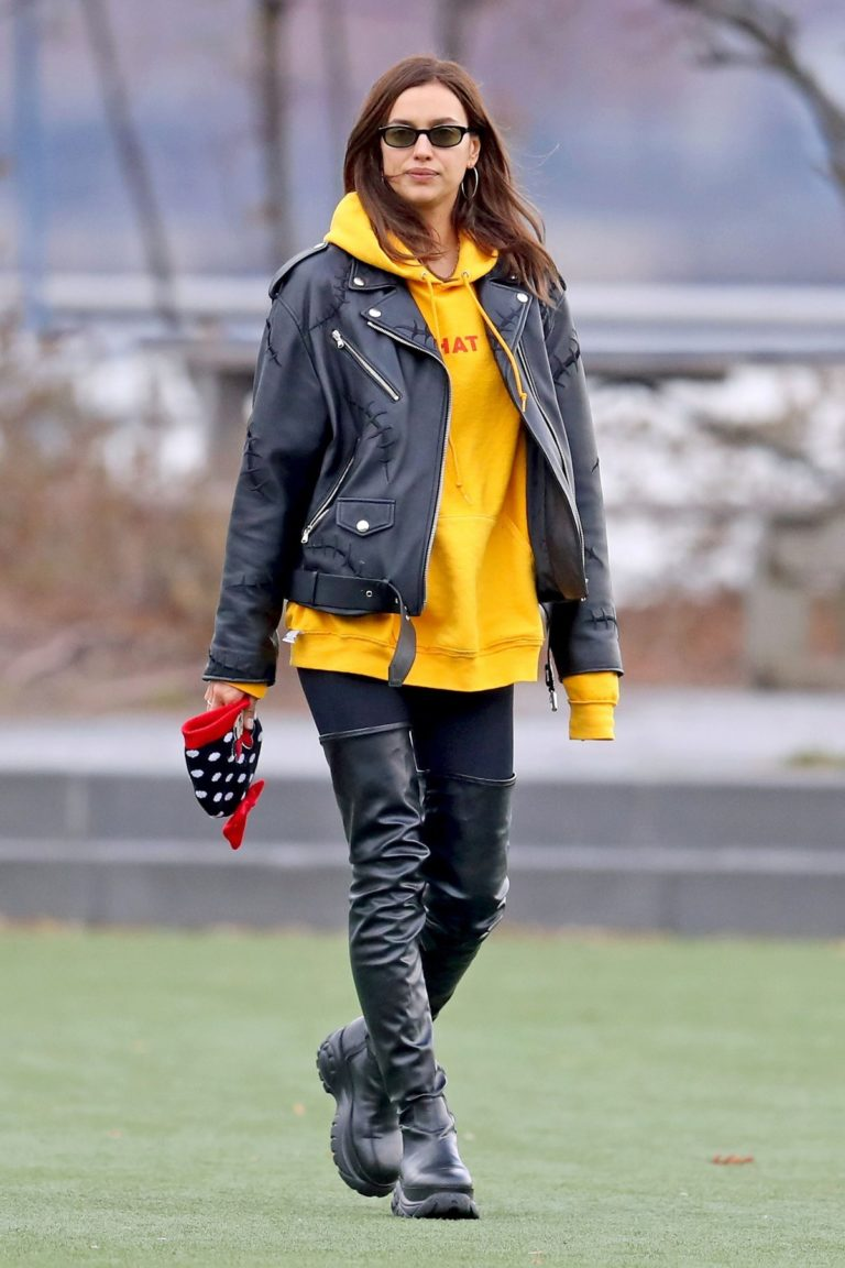 Irina Shayk Poses in yellow top with leather jacket out in New York City 2019/11/27 5