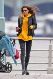 Irina Shayk poses in yellow top with leather jacket out in New York City 2019/11/27 9