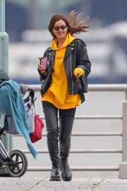 Irina Shayk poses in yellow top with leather jacket out in New York City 2019/11/27 10