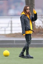Irina Shayk poses in yellow top with leather jacket out in New York City 2019/11/27 11