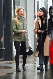 Kate Moss with friend out in Notting Hill, London 2019/11/27 5