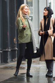 Kate Moss with friend out in Notting Hill, London 2019/11/27 6