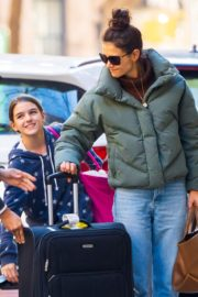 Katie Holmes with her daughter Suri Cruise arrives at Apartment in New York City 2019/11/29 2