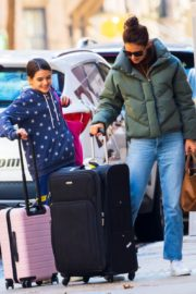 Katie Holmes with her daughter Suri Cruise arrives at Apartment in New York City 2019/11/29 5