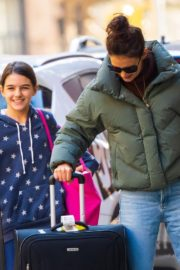 Katie Holmes with her daughter Suri Cruise arrives at Apartment in New York City 2019/11/29 9