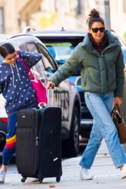 Katie Holmes with her daughter Suri Cruise arrives at Apartment in New York City 2019/11/29 10