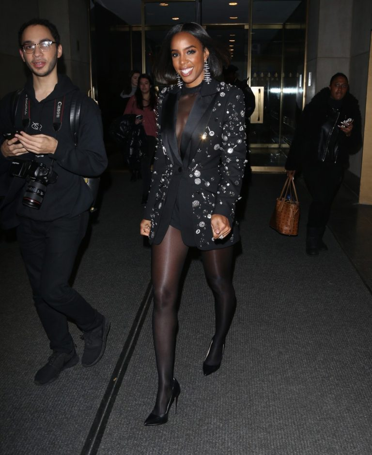 Kelly Rowland seen in black outfit outside The Today Show in New York 2091/11/26 3