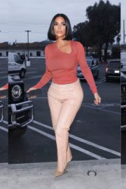"Kim Kardashian go Christmas shopping at ""A Beautiful Mess"" in Agoura Hills, California 2"