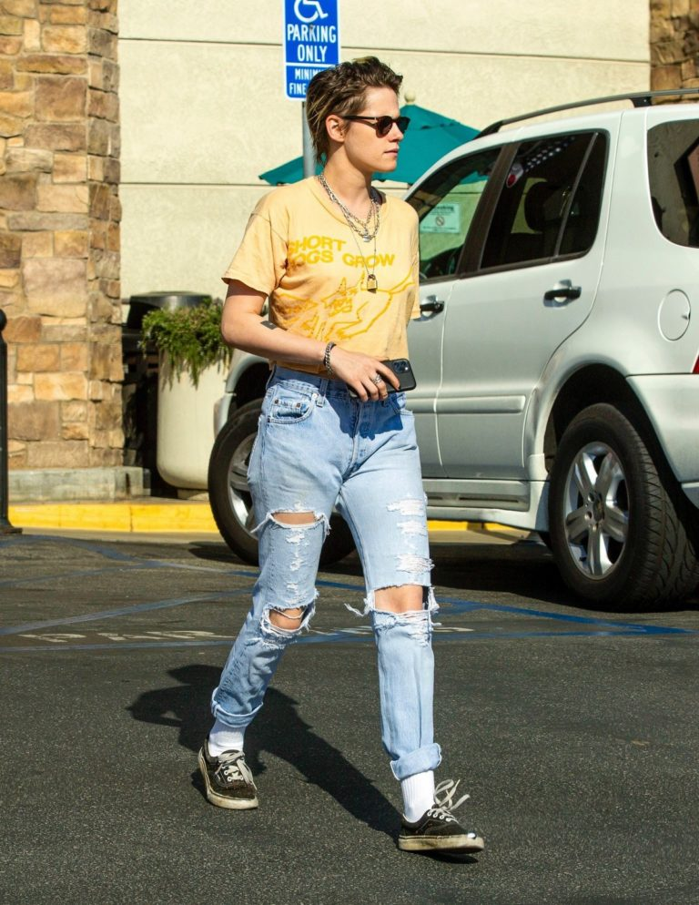 Kristen Stewart with her friend shopping out in Los Feliz 2019/11/25 10