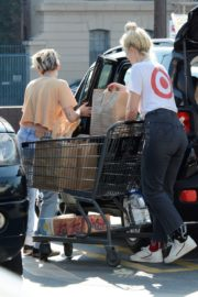 Kristen Stewart with her friend shopping out in Los Feliz 2019/11/25 27