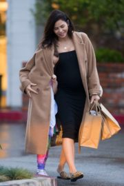 Pregnant Jenna Dewan with her daughter Everly Tatum shopping out in Beverly Hills 2019/11/30 1