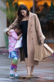 Pregnant Jenna Dewan with her daughter Everly Tatum shopping out in Beverly Hills 2019/11/30 2