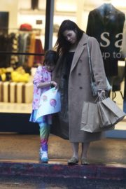 Pregnant Jenna Dewan with her daughter Everly Tatum shopping out in Beverly Hills 2019/11/30 5