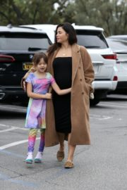 Pregnant Jenna Dewan with her daughter Everly Tatum shopping out in Beverly Hills 2019/11/30 11