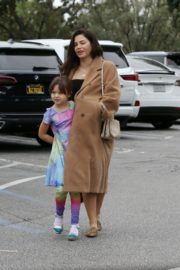 Pregnant Jenna Dewan with her daughter Everly Tatum shopping out in Beverly Hills 2019/11/30 12