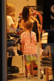 Pregnant Jenna Dewan with her daughter Everly Tatum shopping out in Beverly Hills 2019/11/30 16