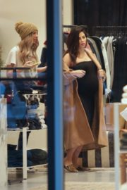 Pregnant Jenna Dewan with her daughter Everly Tatum shopping out in Beverly Hills 2019/11/30 20