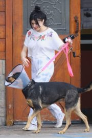 Ariel Winter with her dogs after visiting the vet in Studio City 2020/01/31 6