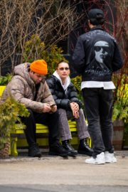 Bella Hadid with friends out in New York City 2020/01/30 1