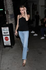 Emma Roberts leaves after dinner at Italian Restaurant Madeo in Beverly Hills 2020/01/31 3