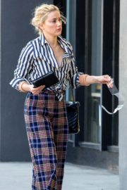 Amber Heard in lining shirt with checked bottom in Beverly Hills, California 2020/03/04 9