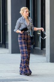 Amber Heard in lining shirt with checked bottom in Beverly Hills, California 2020/03/04 10