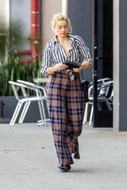 Amber Heard in lining shirt with checked bottom in Beverly Hills, California 2020/03/04 15