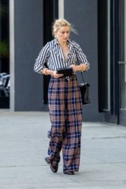 Amber Heard in lining shirt with checked bottom in Beverly Hills, California 2020/03/04 20