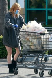 Ariel Winter flashes beautiful legs during a trip to Gelson's in Los Angeles, California 2020/03/29 3
