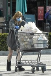 Ariel Winter flashes beautiful legs during a trip to Gelson's in Los Angeles, California 2020/03/29 5