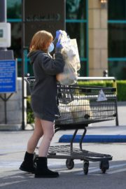 Ariel Winter flashes beautiful legs during a trip to Gelson's in Los Angeles, California 2020/03/29 13