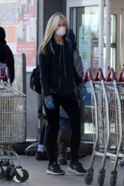 Caprice Bourret Shops at Sainsbury's in London 2020/03/24 2