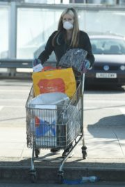 Caprice Bourret Shops at Sainsbury's in London 2020/03/24 9