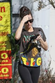 Dakota Johnson seen in black tights after finishing up a hot yoga in Los Angeles 2020/03/03 2